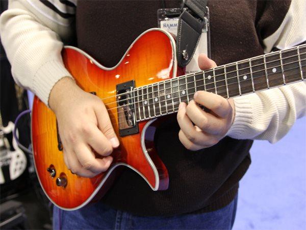 free-beginner-guitar-lessons.jpg